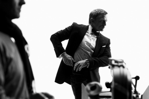 007: DANIEL CRAIG: BEHIND THE SCENES BW PHOTOGRAPHY. Изображение № 14.