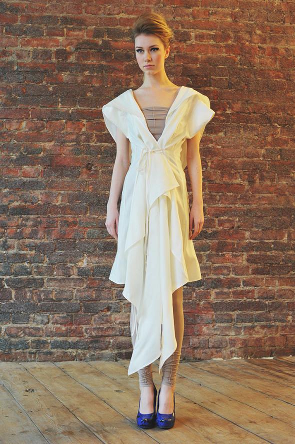 CW82 платье белое, состав:50% шелк, 50% хлопок размеры: s. Изображение № 17.