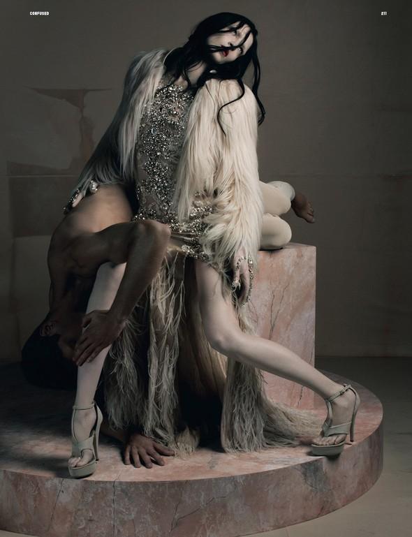 Съёмка: Рикардо Тиши для Dazed & Confused. Изображение № 9.