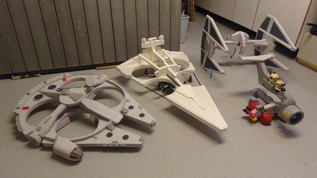 Энтузиаст собрал дрон в виде имперского крейсера. Изображение № 35.