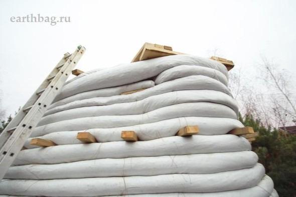 Проапокалиптический DIY - купол из мешков с землей - Earthbag building. Изображение № 10.