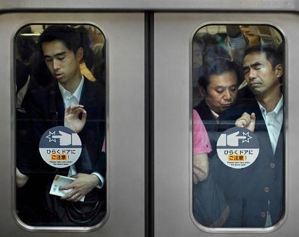 Час пик в метро. Токио. Изображение № 2.