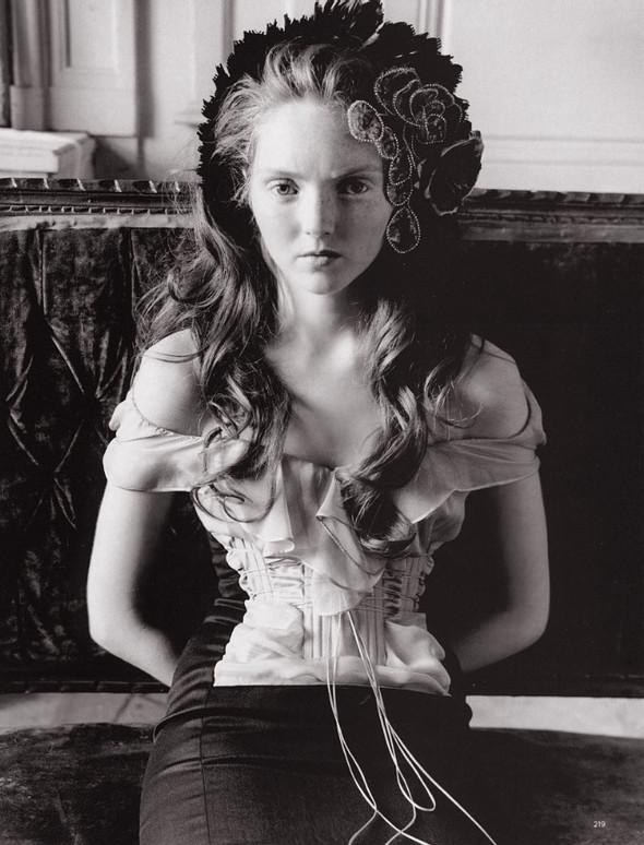 Архивная съёмка: Лили Коул для британского Vogue, 2004. Изображение № 8.