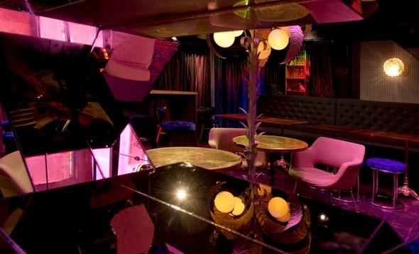Под стойку: 15 лучших интерьеров баров в 2011 году. Изображение № 119.