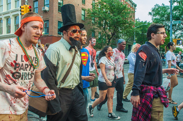 Зомби парад в Нью Йорке. NYC Zombie Crawl.. Изображение № 20.