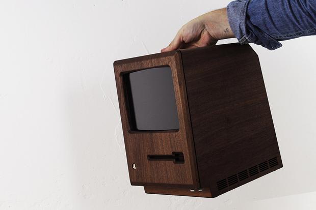 Дизайнер сделал из дерева копию компьютера Apple 1984 года. Изображение № 9.