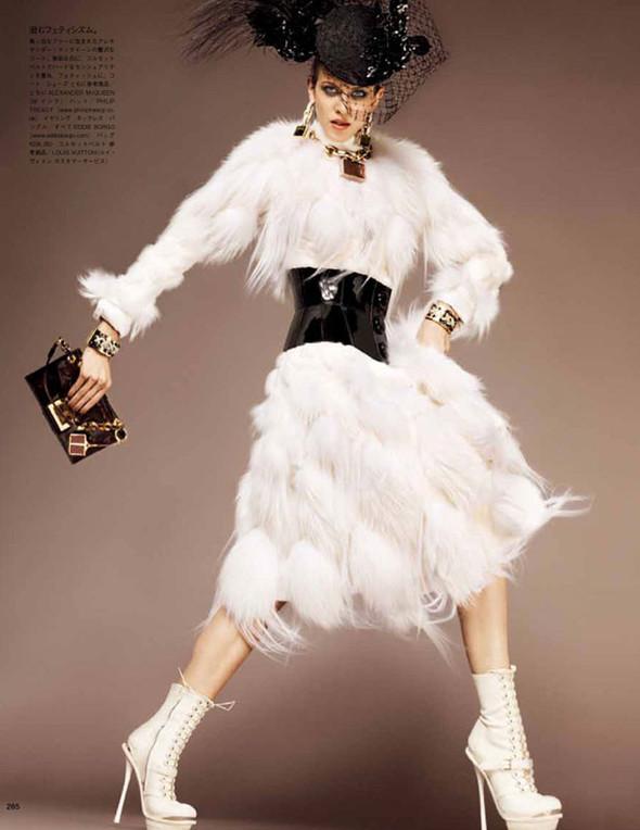 Съёмка: Эмелин Валад для Vogue. Изображение № 7.