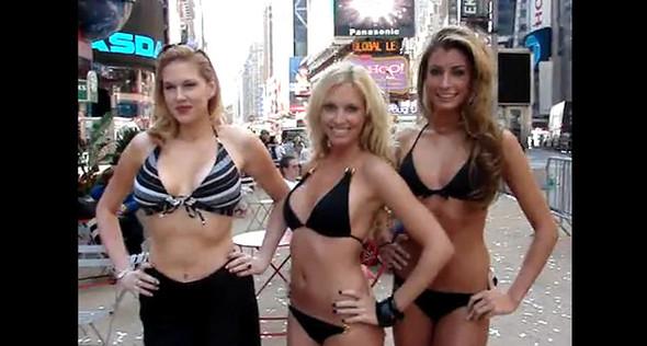 Как российские девчонки захватили Times Square. Изображение № 6.