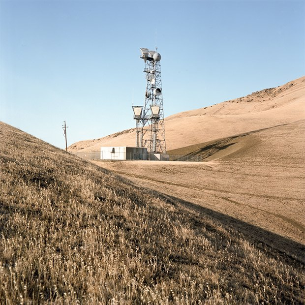 Заброшенные телефонные башни вгорах ипустынях . Изображение № 22.