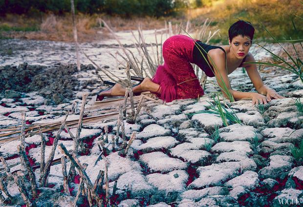 Рианну сняла Энни Лейбовиц для ноябрьского Vogue US.. Изображение № 3.
