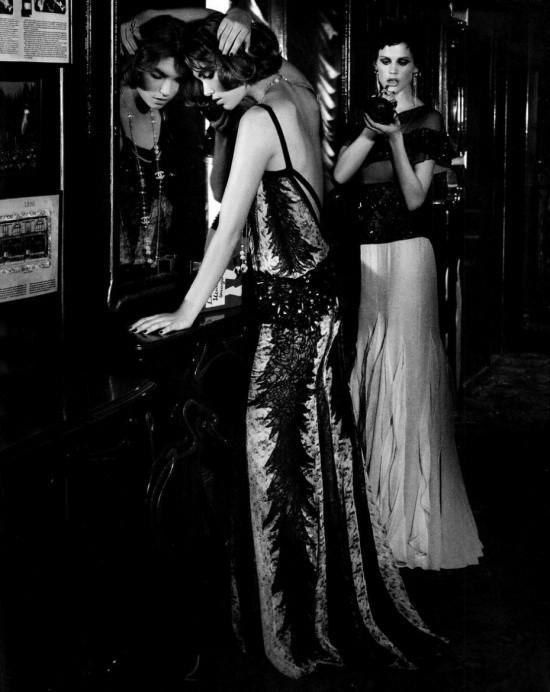 Сьемка: Саския де Брау, Джоан Смоллс и Аризона Мьюз в Harper's Bazaar. Изображение № 7.