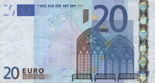 Художник в знак протеста изрисовал банкноты на 3555 евро. Изображение № 1.