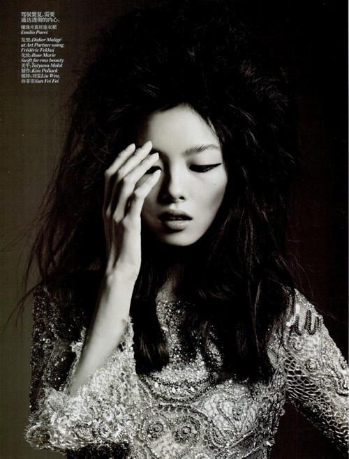 Фотосессия Лиу Вен и Фей Фей Сун для Vogue China. Изображение № 2.