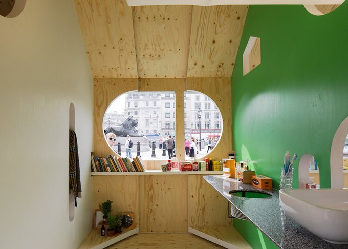Дизайнеры создали инсталляцию для Airbnb на Трафальгарской площади. Изображение № 8.