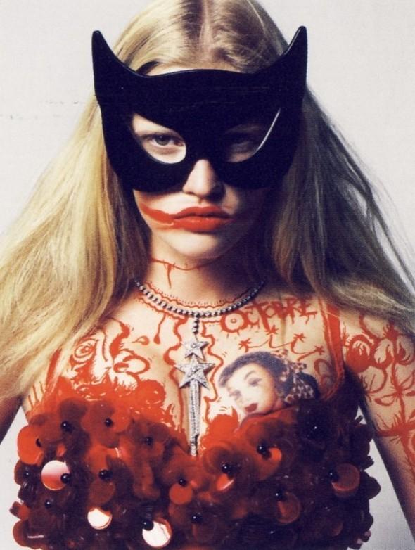 Vogue Paris 2008-2009-2010 Calendar. Изображение № 11.