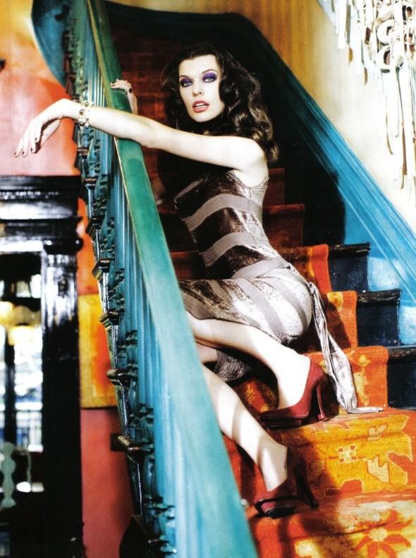Архивная съёмка: Мила Йовович и Саша Пивоварова для Vogue, 2009. Изображение № 11.