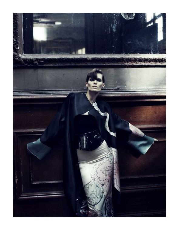Съемка: Айрис Штрубеггер для немецкого Vogue. Изображение № 9.