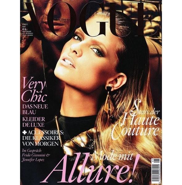 Изображение 3. Обложки Vogue: Германия, Испания и Корея.. Изображение № 1.