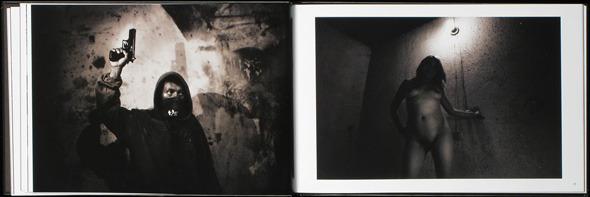Закон и беспорядок: 10 фотоальбомов о преступниках и преступлениях. Изображение № 37.