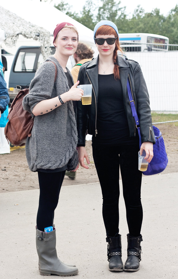 Золотые шорты, джинсовые рубашки и шляпы: Люди на фестивале MELT!. Изображение №31.
