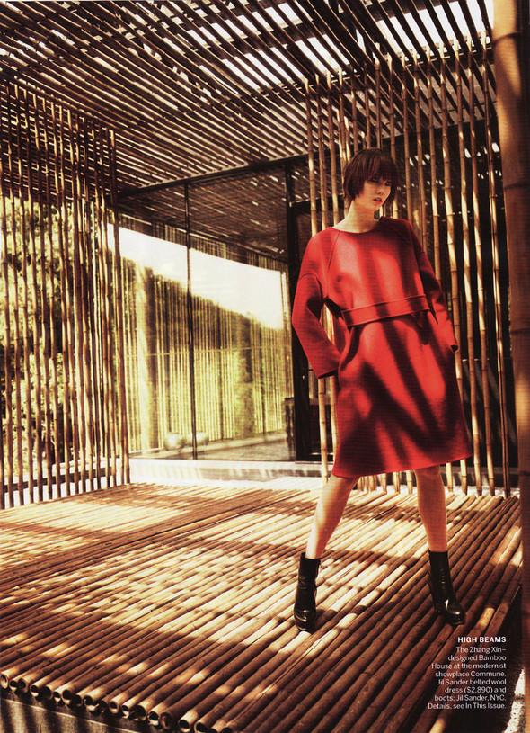 Съёмка: Карли Клосс в объективе Марио Тестино. Изображение № 9.