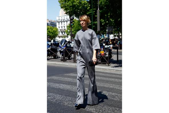Уличный стиль на Неделе высокой моды в Париже. Изображение № 22.