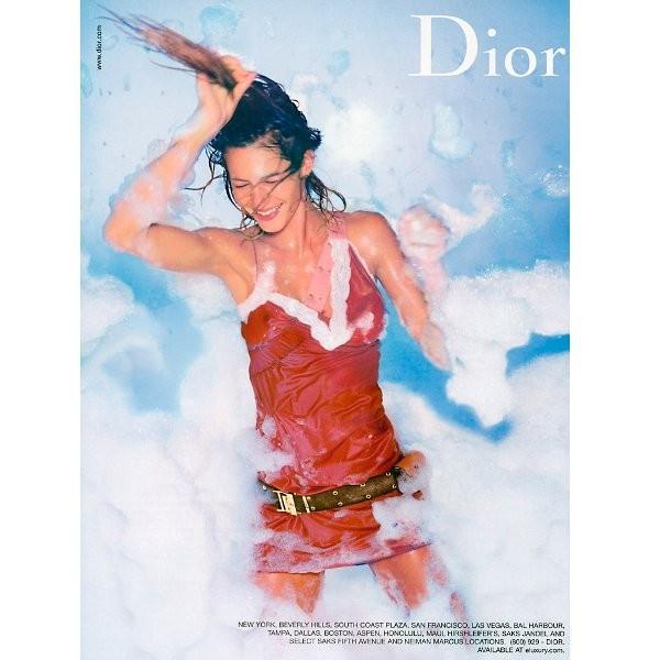 Архивная съёмка: Жизель Бундхен для кампании Dior SS 2002. Изображение № 3.