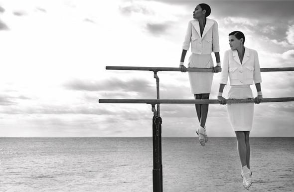 Кампания: Джоан Смоллс и Саския де Брау для Chanel SS 2012. Изображение № 10.