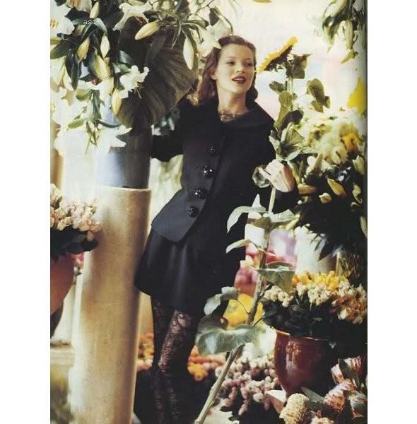 Архивная съёмка: Кейт Мосс для итальянского Vogue, 1993. Изображение № 2.
