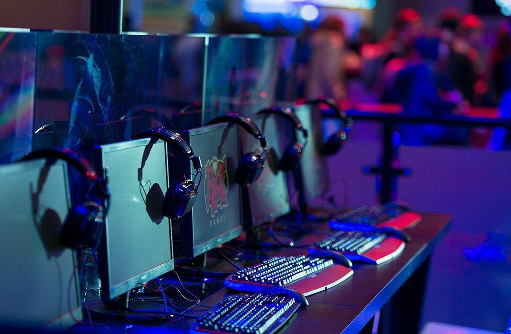 Косплей, киберспортсмены, PS4 и Xbox One на выставке «ИгроМир-2013». Изображение № 8.