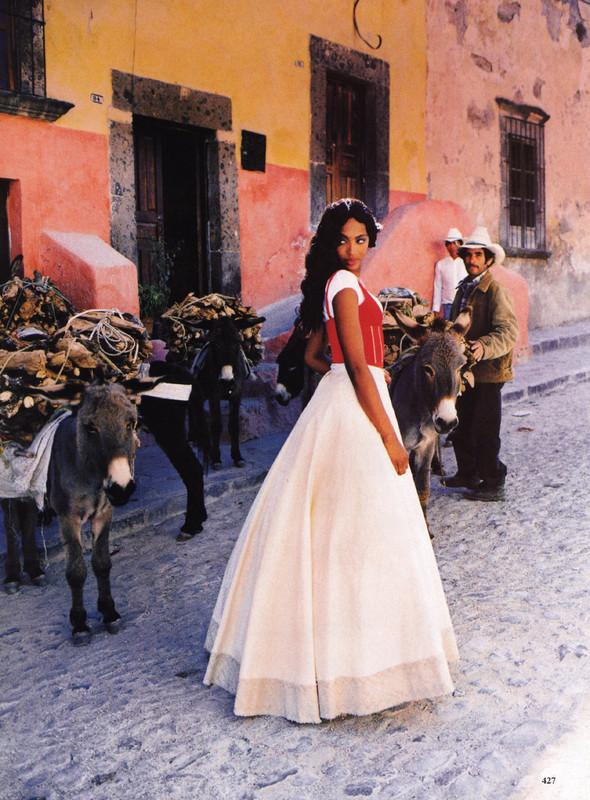 Архивная съёмка: Наоми Кэмпбелл и Эллен фон Унверт для Vogue, 1998. Изображение № 5.