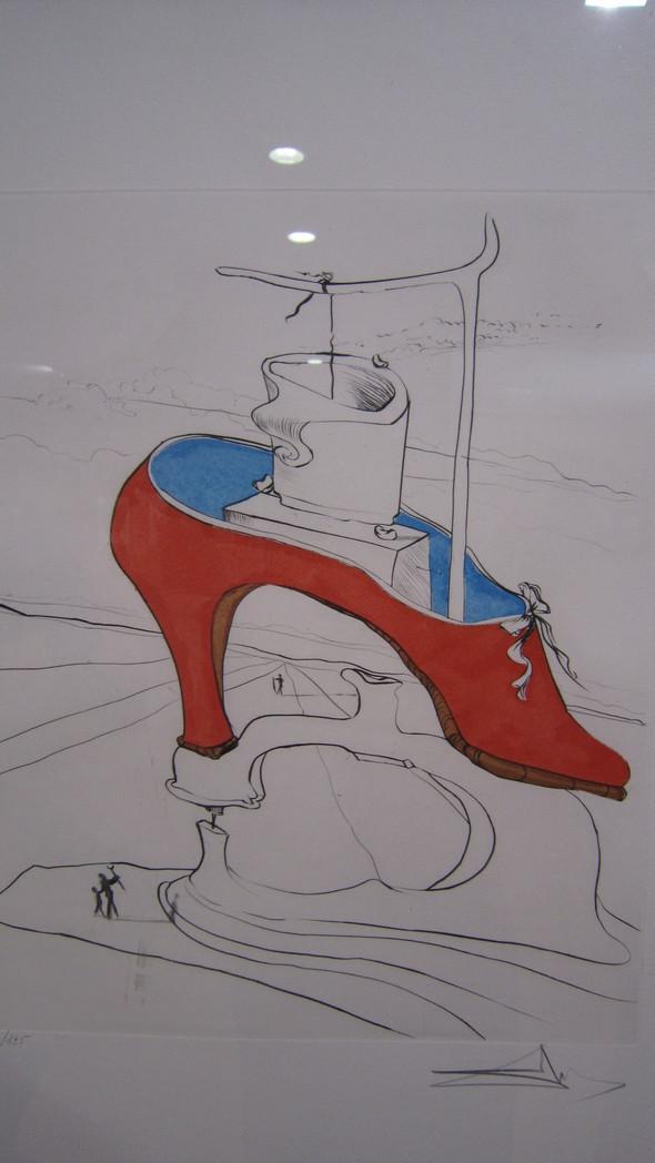 Божественная туфелька Гала. 50 лет сюрреализма. 1975  Гравюра, акварель. Изображение № 3.
