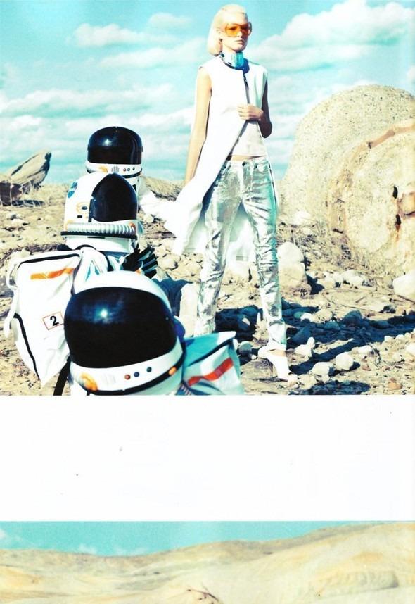 Космос рядом: модные съемки к выходу фильма «Прометей». Изображение №8.
