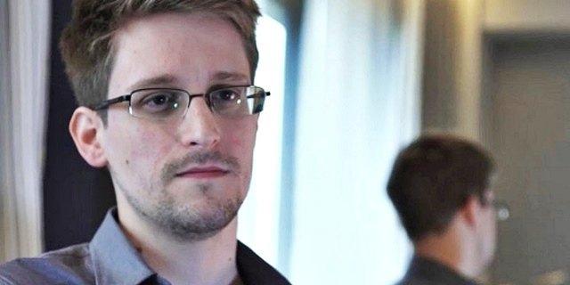 Сноуден подал документы на продление пребывания в России. Изображение № 1.