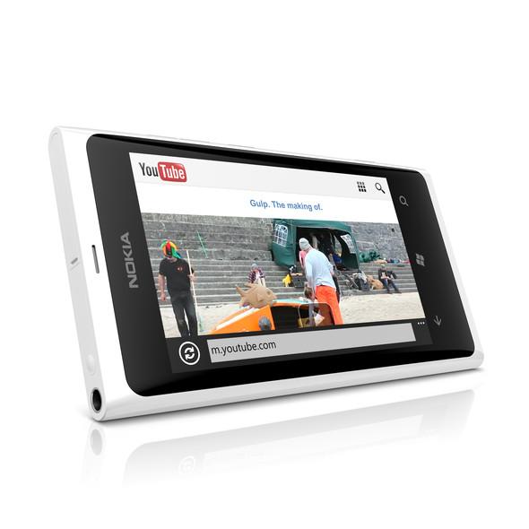 Вариации экстерьера: белая Nokia Lumia 800. Изображение № 1.