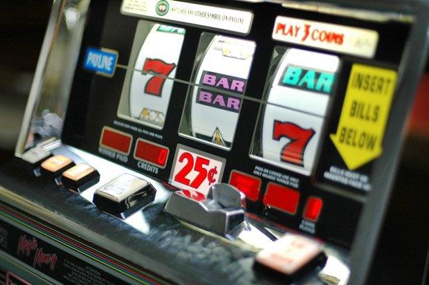 Google оштрафовали на 100 тысяч рублей за рекламу казино. Изображение № 1.