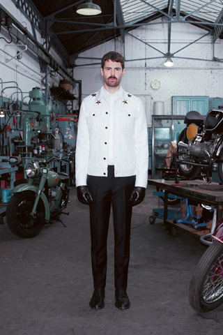 Givenchy, Comme des Garçons, Folk и другие марки показали новые лукбуки. Изображение № 11.