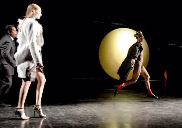 Украинский журналист сорвал мероприятие на New York Fashion Week. Изображение № 1.