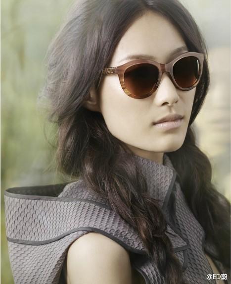 Превью кампаний: Versace Jeans и Vera Wang. Изображение № 2.