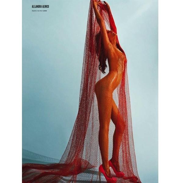 5 новых съемок: Dossier, Elle, V и Vogue. Изображение № 23.