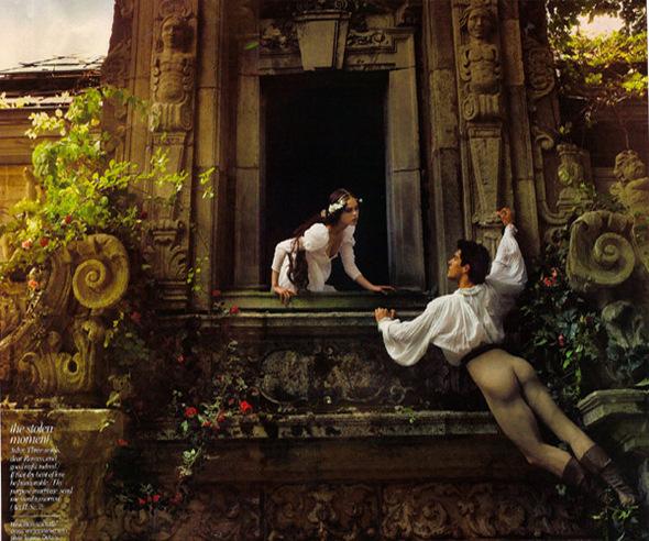 ЭннЛейбовиц дляVogue: Ромео-Роберто Болле иДжульетта-Коко Роча. Изображение № 3.