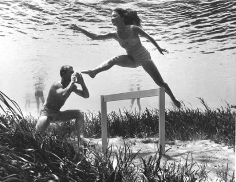 Подводные фотографии Bruce Mozertom 1938 года. Изображение № 6.