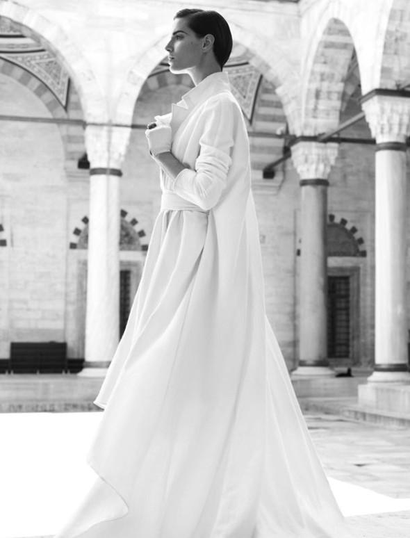 Съемка: Белая Ирис в Vogue Germany October 2011. Изображение № 15.