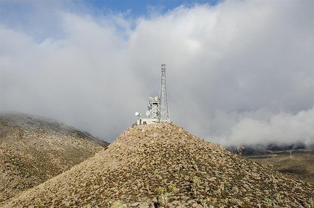 Заброшенные телефонные башни вгорах ипустынях . Изображение № 27.