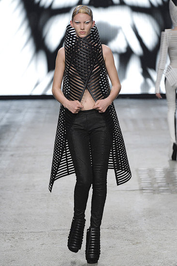 Показ: Gareth Pugh spring 2012 Ready-to-Wear. Изображение № 6.