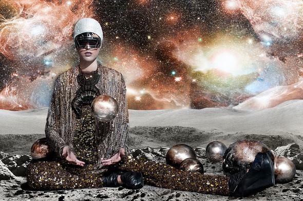 Космос рядом: модные съемки к выходу фильма «Прометей». Изображение №47.