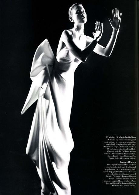 Архивная съёмка: Кейт Мосс для Harper's Bazaar, апрель 1998. Изображение № 4.