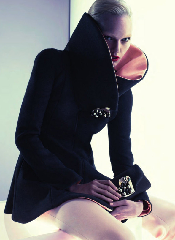 Превью кампании: Саша Пивоварова для Giorgio Armani FW 2011. Изображение № 4.