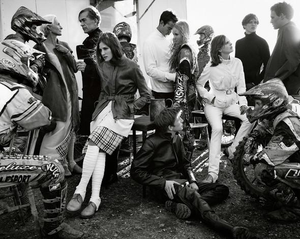 Архивная съёмка: Марио Тестино для Burberry SS 1999. Изображение № 6.