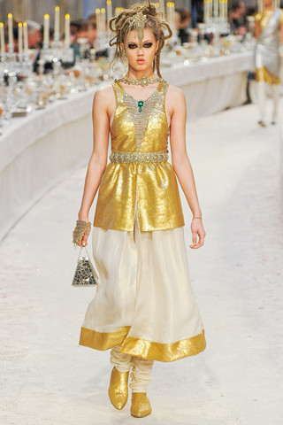 Chanel показали пре-осеннюю коллекцию. Изображение № 70.